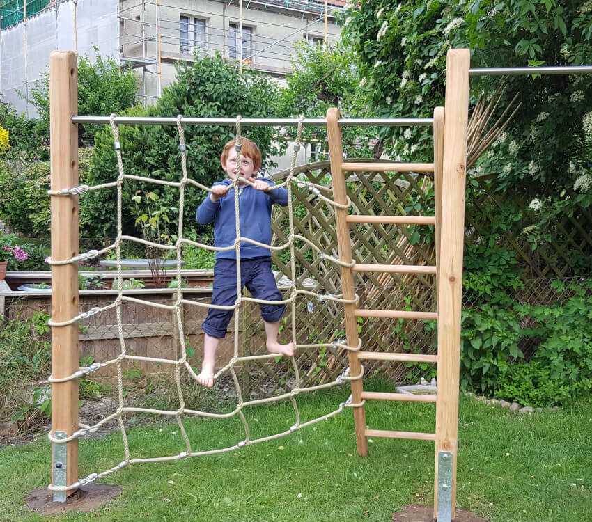 Full-featured: dual gymnastics bar made of larch wood